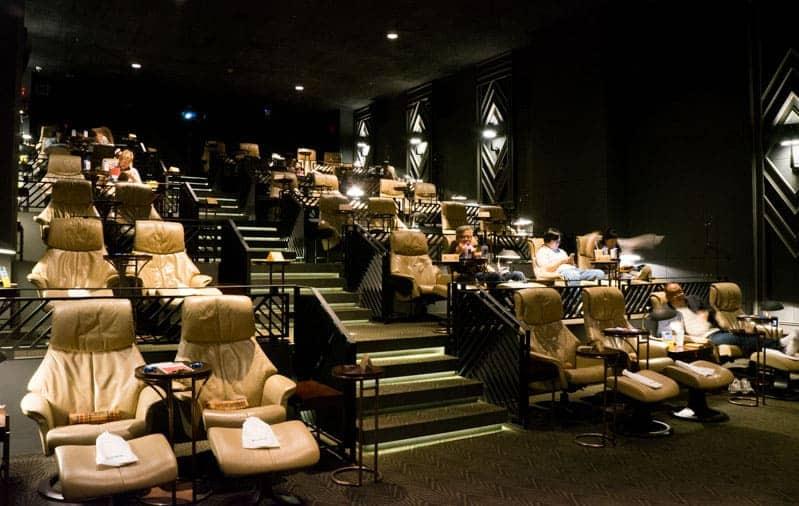 Un excelente plan para hacer en pareja en Seúl es ir a un cinema de lujo, como el The Boutique M. Aquí te comparto los detalles de este atractivo cinema.