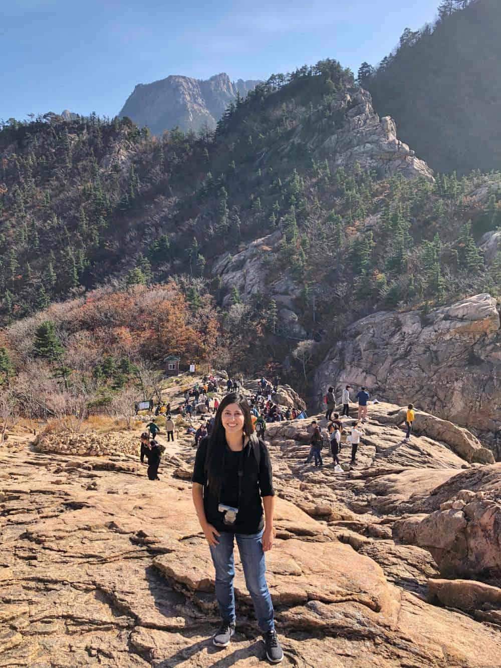 El parque de Seoraksan es uno de los lugares más bonitos de todo Corea. Aquí te comparto una guía de viaje para que sepas cómo ir y qué hacer allí.