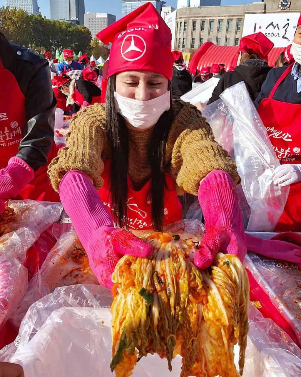El Festival de Kimchi se celebra desde el 2014 en la Seoul Plaza donde personajes de todas las nacionalidades van a degustar y a aprender más acerca de este insigne plato coreano.
