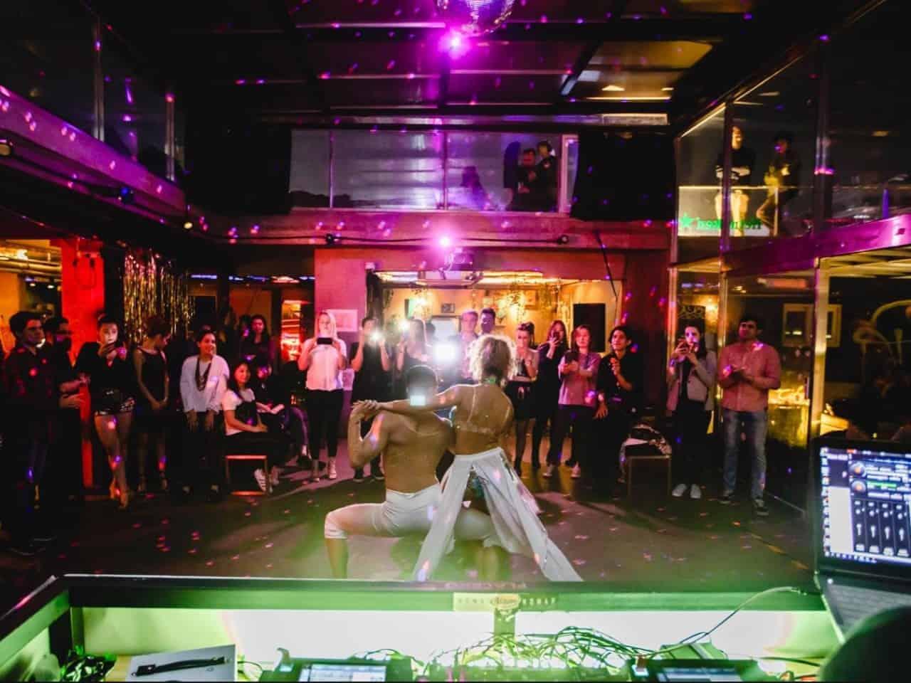Bailar y trabajar en Corea
