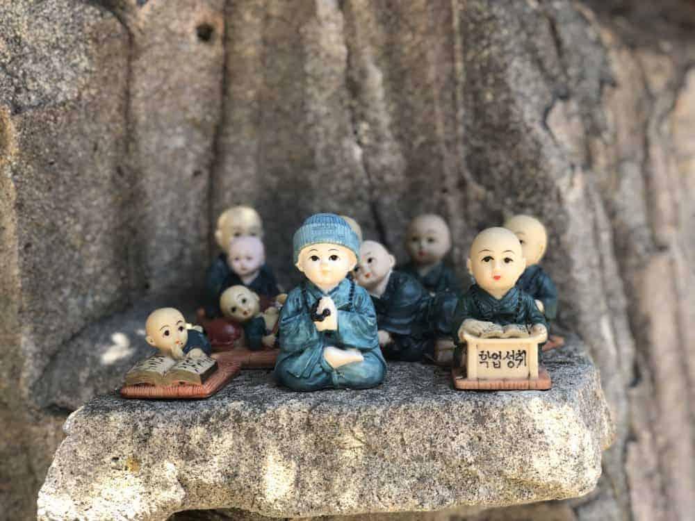 Monjes en Haedong Yonggungsa Temple en Busan