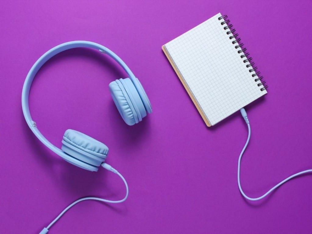 Cuaderno de idiomas con audífonos