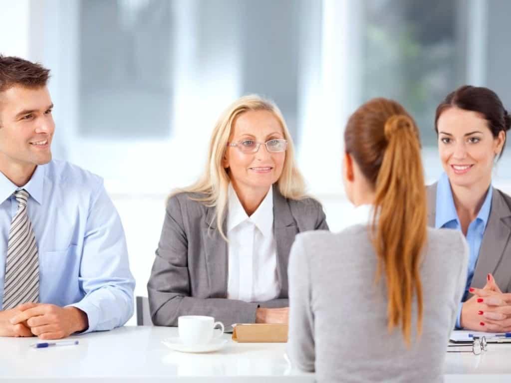 Entrevista con 3 entrevistadores