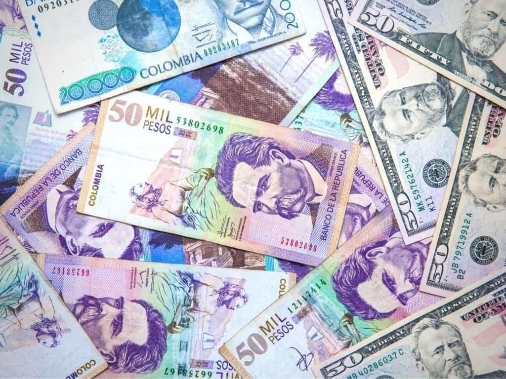Dólares y Pesos Colombianos
