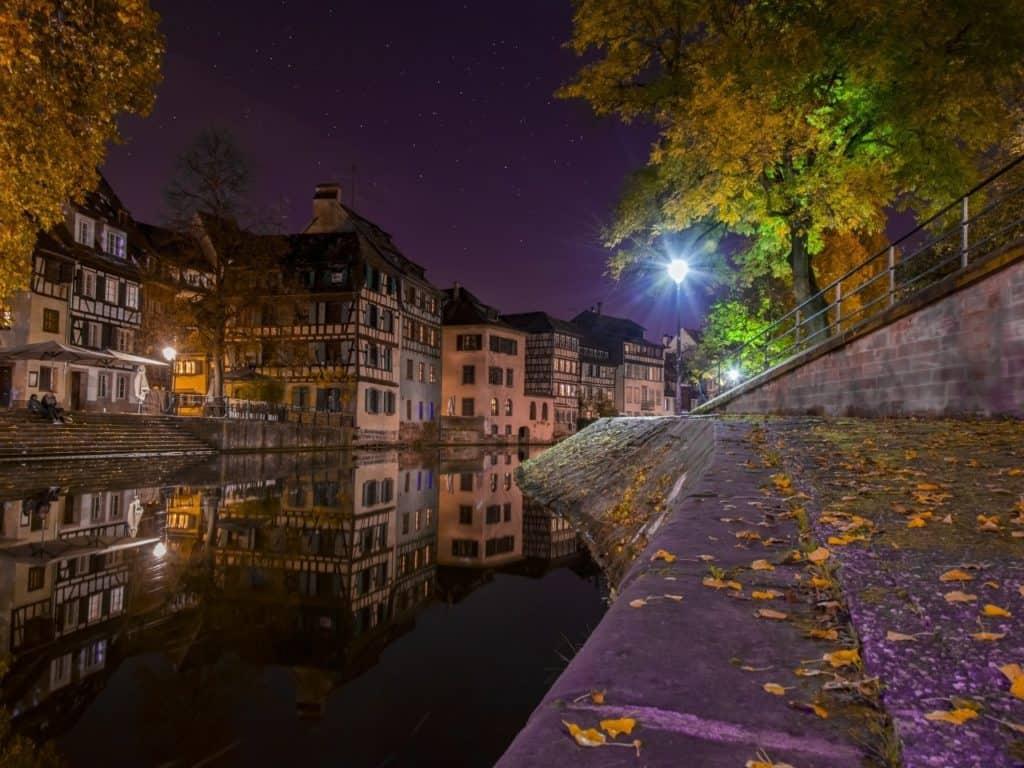 Ciudad Francesa de noche