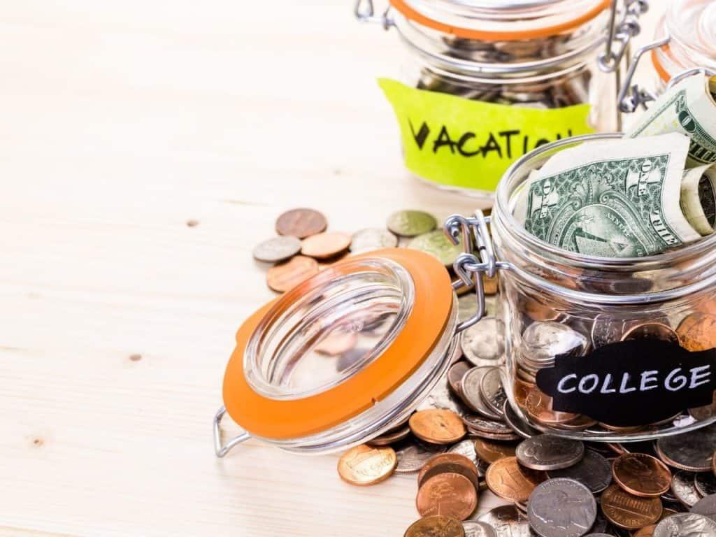 Cómo ahorrar dinero: viajes, universidad.